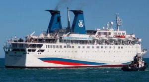 Первый круизный лайнер отправился из Сочи в Крым