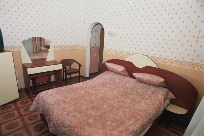 санаторий Красноусольск, корпус 1, Одноместный с балконом (телефон, телевизор, холодильник, радио, туалет, душ, ванна)